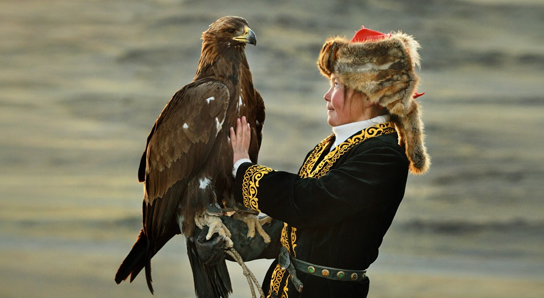The Eagle Huntress thumbnail